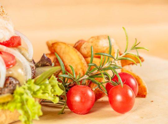 Bio-Weiderind Burger im Gasthaus Laurer von Stephan Böhm